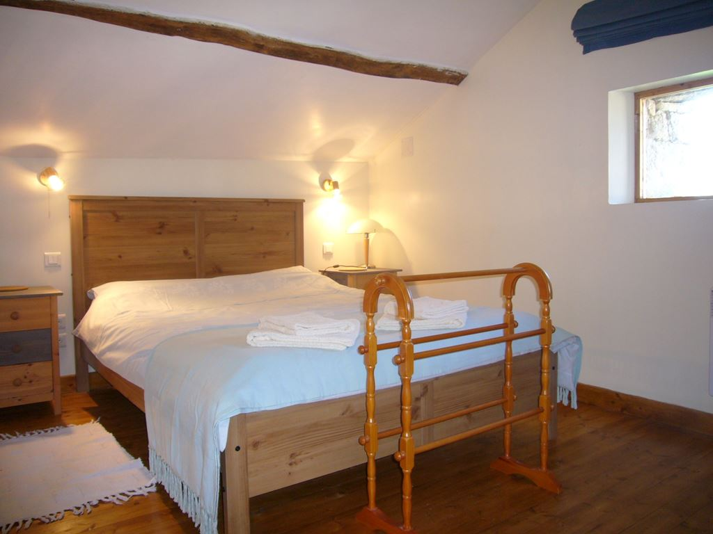 Comfortable Bedroom in La Roseraie